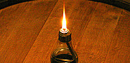 Photo of DIY light bulb oil lamp by Repoort/Flickr.