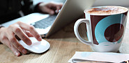 Working at the computer with a cup of coffee is pretty much my life. (Photo: blackred/istockphoto.com)