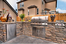 Who says your kitchen needs to be indoors?  Photo: Media Director, Landscape Design Advisor/Flickr.com