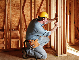 Photo of contractor by a/kurtz/istockphoto.com.
