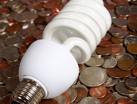 CFL bulbs can save you money. (Photo: Claudio Jule/sxc.hu)