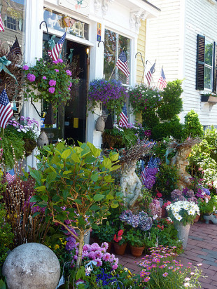 This shop in Marblehead, MA is a fine example of New England design style. (Photo: Massachusetts Office of Travel and Tourism/Flickr)