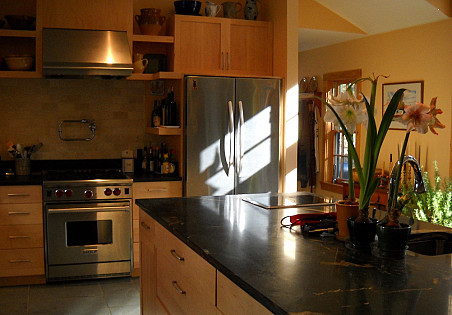 Get  a load of that mica schist counter top. Gorgeous, no?