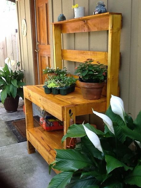 Karen's potting bench made out of pallets via Hometalk.com.