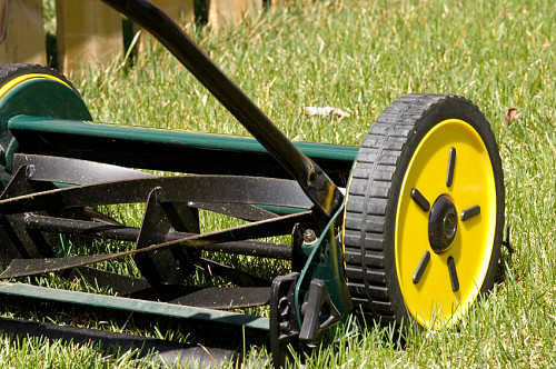 Photo of a push reel mower by billberryphotography/istockphoto.com.
