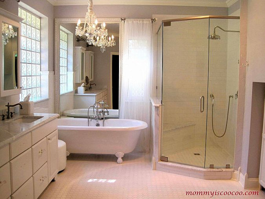 Bathroom and photo by Mommy is Coocoo via Hometalk.com.