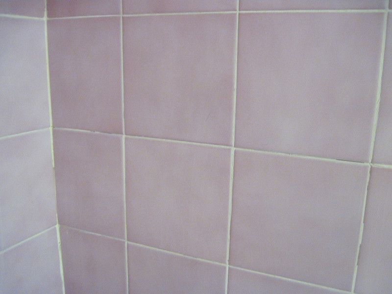 Start cleaning tile grout more easily networx - Clean tile grout efficiently ...
