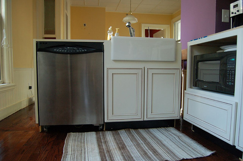 Kitchen fixtures pros and cons of apron sinks networx Ceramic bathroom sinks pros and cons