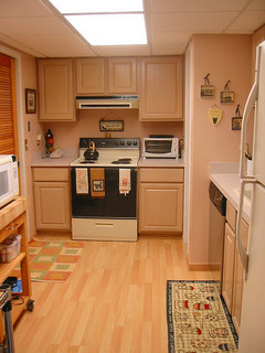 The pros and cons of a hardwood kitchen floor networx for Hardwood in kitchen pros and cons