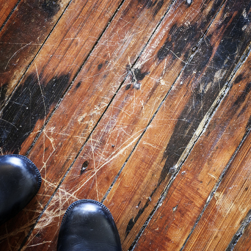 Diy first aid for damaged hardwood floors networx for Hardwood floors repair